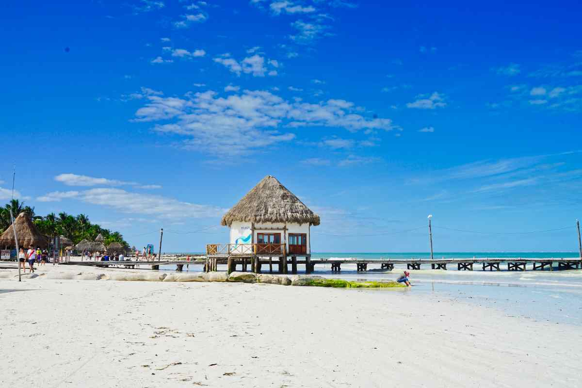 Hütte am Strand der Isla Holbox in Mexiko
