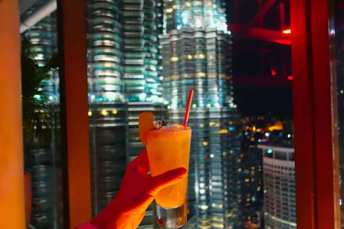 Cocktail vor den Petronas Tower